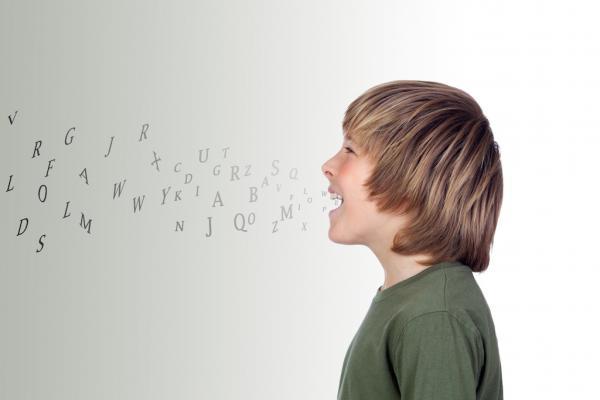 Bild på pojke som använder talets gåva