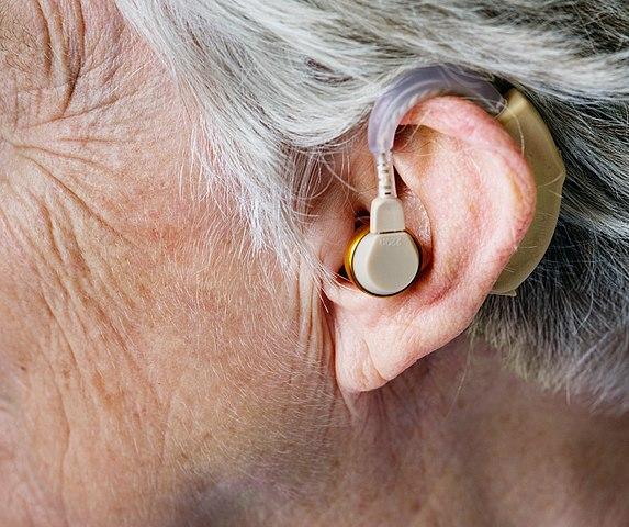 Bild på en bakom öra-hörapparat