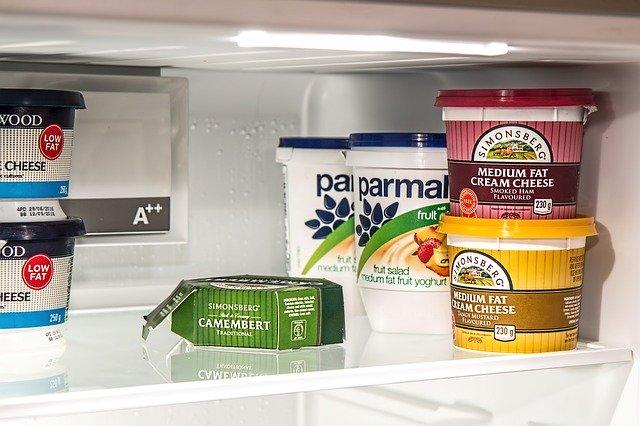 Insidan av ett kylskåp